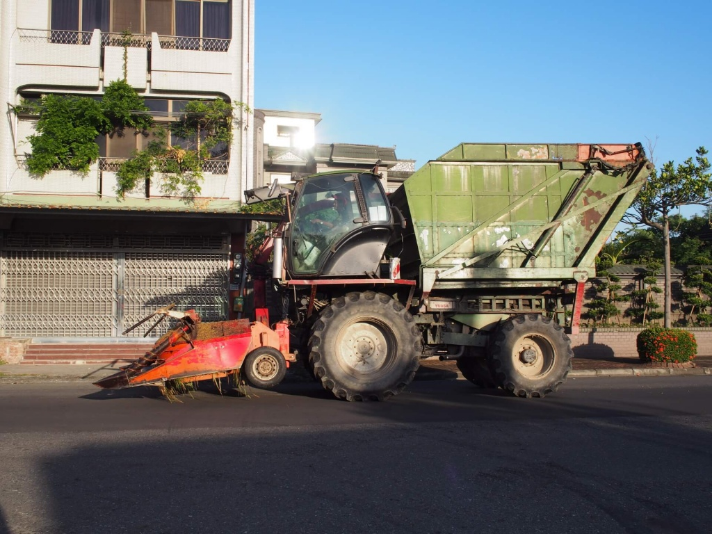 agricultural-machinery-on-the-street-in-tainan-1