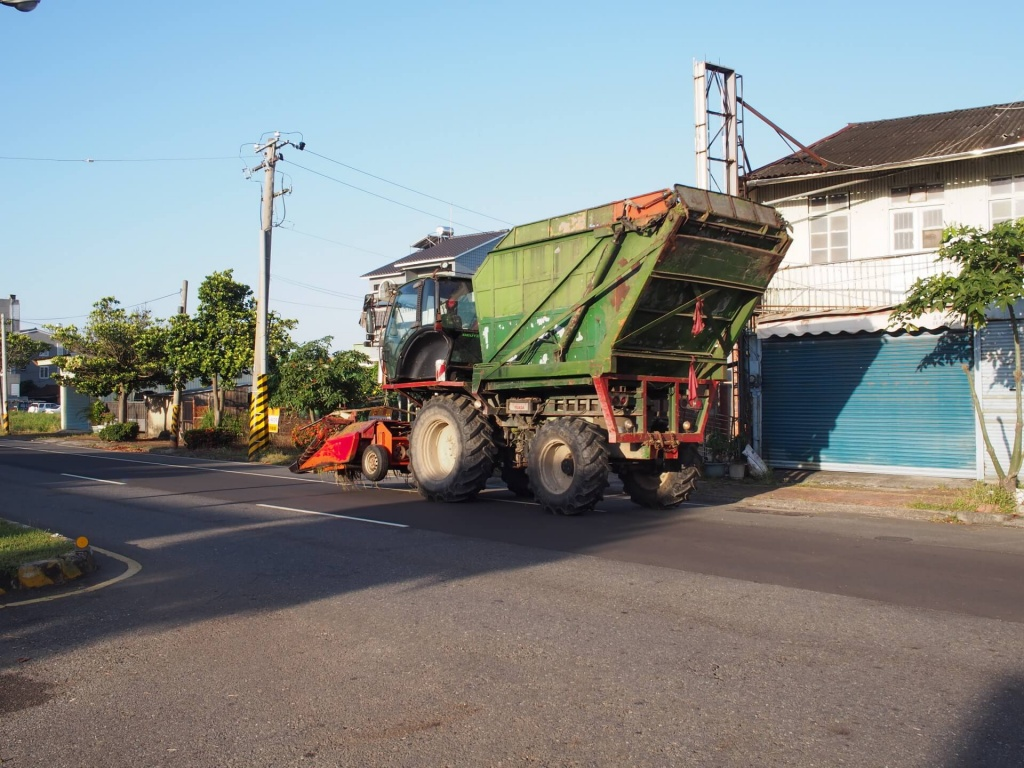 agricultural-machinery-on-the-street-in-tainan-2